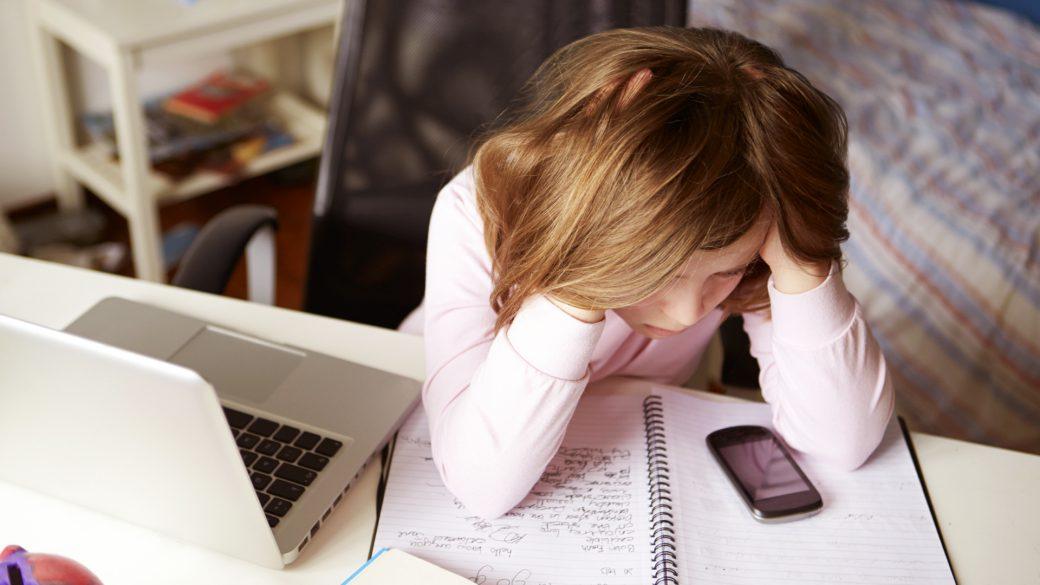 Sarahah app pericolo cyber bullismo digitale